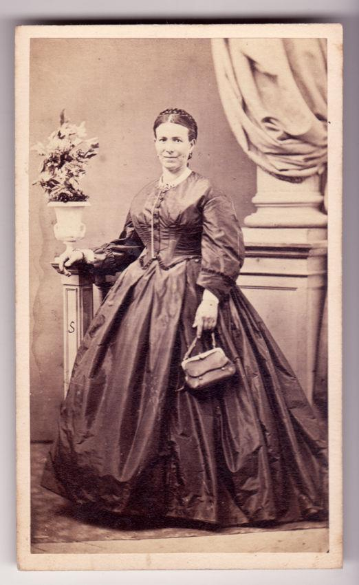 Florence Woman in crinoline with her purse Carte de visite 1860 A. Hauntmann Firenze Vi45 A. Hauntmann - Firenze [Fine] (bi_22672340693) photo