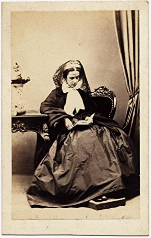 Carte de visite Superb Intimist Alinari portrait of Italian lady reading a book 1860c: Alinari