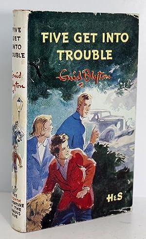Five Get Into Trouble: Enid Blyton