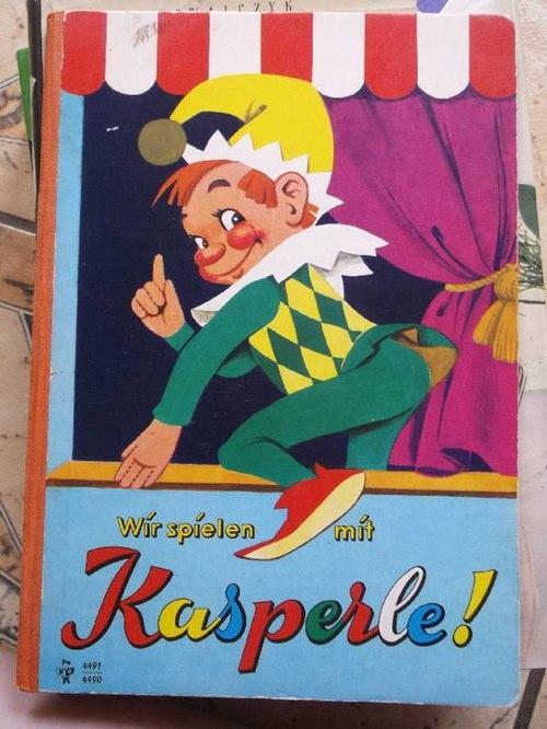 Wir spielen mit Kasperle ! Zwei Kasperlespiele mit Texten und Regieanweisungen von Helmut Müller-Hornbach und Ernst Baran INHALT: Fif ist fort (kinder dürfen nicht mit fremden Leuten gehen)Was der kasperle an Großmutters Geburtstag erlebt!