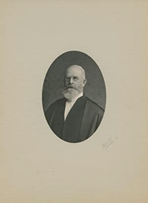 Black & white oval portrait photo of Sir William Mulock