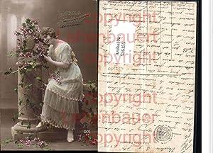 526155,Foto-AK Frau Kleid Mode Blumen Atelier Studio