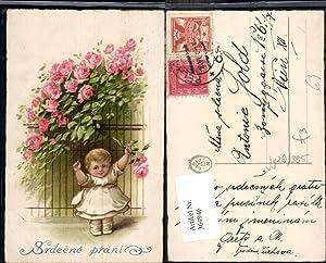 364946,Künstler Ak Kind Mädchen Kleid Eisenzaun Blumen