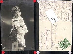 107457,Frau m. Schürze Mode Tracht Girl Woman
