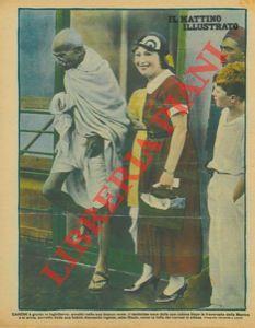 Gandhi è giunto in Inghilterra : avvolto