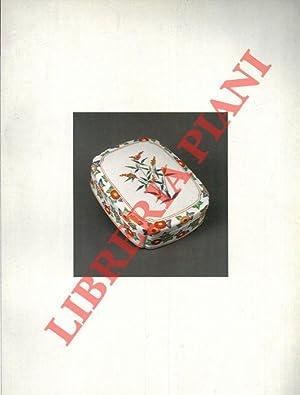 Libro in lingua giapponese sulla ceramica.
