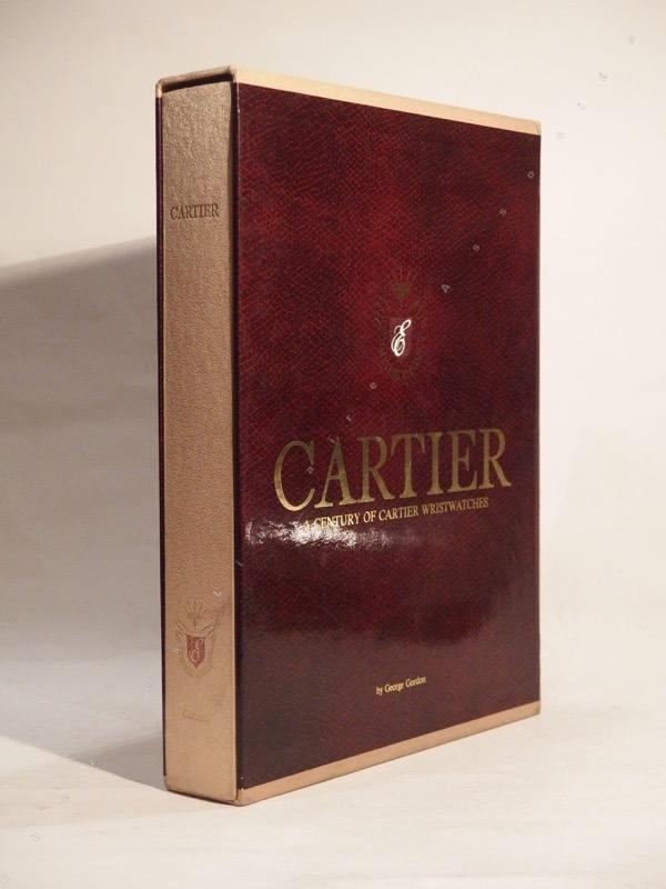 Cartier. A Century of Cartier Wristwatches. CARTIER, GORDON (George) Timeless Elegance Co. Ltd., Alan Zie Yongder, 1989. Fort in-4, 521-(21) pp., reliure éditeur toile, étui. Illustré de 450 illustrations en couleurs, a