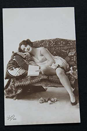 CPA 1930 PHOTOGRAPHIE PIN UP LECTRICE FEMME NUE