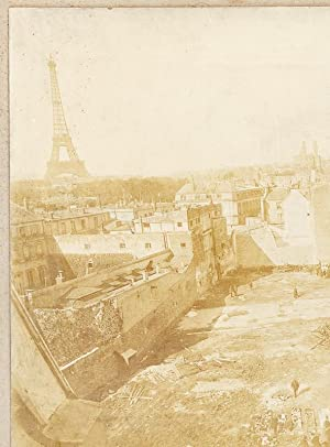 Photographie de travaux à Paris vers 1890 [ Immeuble arasé avec vue de la Tour Eiffel...