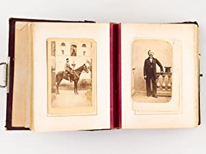 Album photographique. 30 photographies de portraits dont : 2 photos par G. Blanc, Paris ; 3 photo...