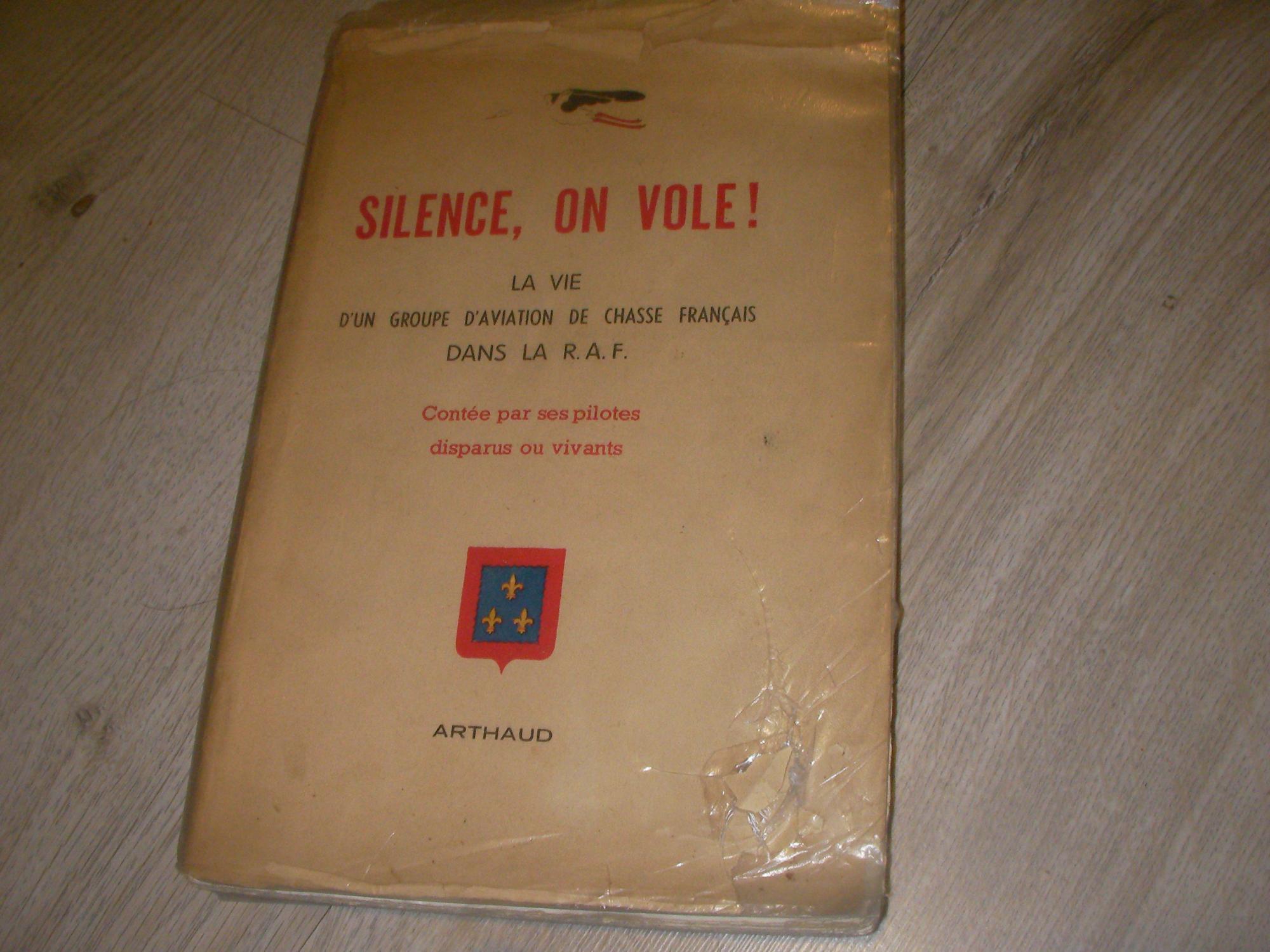 Silence, on vole! la vie d'un groupe d'aviation de chasse français dans la raf, contée par ses pilotes disparus ou vivants