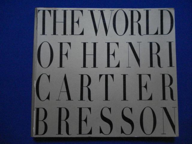 The World of Henri Cartier Bresson Cartier Bresson Softcover nppp. Bon Etat. Un vol. couverture dorée imprimée noirdéfauts aux mors sup. , int. frais. 210 photographies en noir/blanc pleines pages, Photographe f