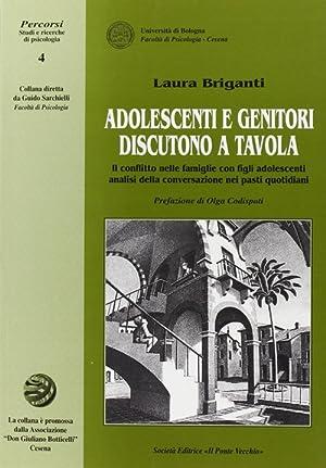 Adolescenti e genitori discutono a tavola. Il conflitto nelle famiglie con figli adolescenti.: ...