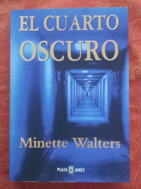 El cuarto oscuro de Minette Walters: - Libros Ambigú