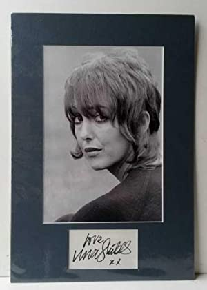 Una Stubbs Hand Signed Autograph 2011