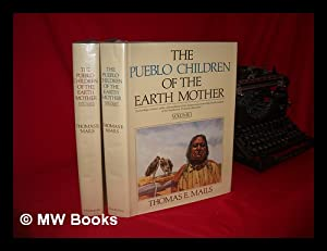 The Pueblo Children of the Earth Mother.: Mails, Thomas E.
