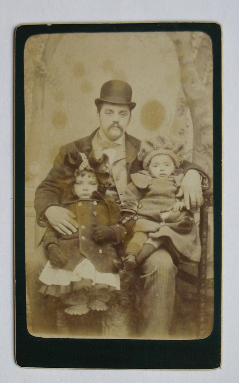 Carte De Visite Photograph A Lovely Portrait Of Father His Two Young Children