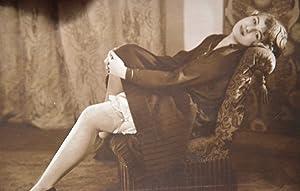 35 photographies légères, circa 1920, portant pour certaines le label Film Art, ou ...