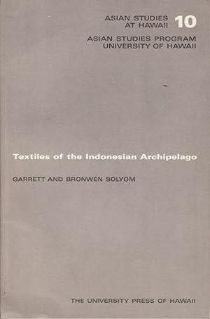 Textiles of the Indonesian Archipelago.: SOLYOM, GARRETT AND