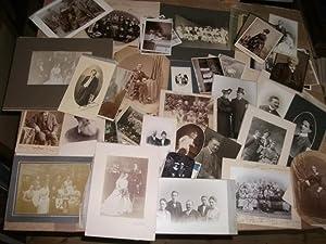 Sammlung von 60 Fotographien.