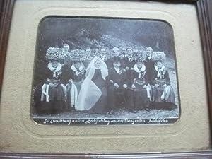 Zur Erinnerung an den Hochzeitstag unseres Dirigenten J. Schüssler. Gruppenfoto in Tracht.: ...
