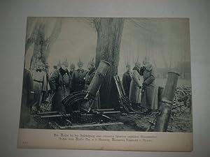 Der Kaiser bei der Besichtigung eines erbeuteten schweren englischen Minenwerfers. Rechts vom ...