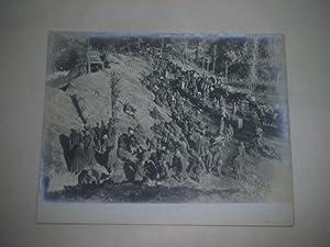 Die siegreiche Isonzo-Offensive. Trupps gefangener Italiener an der Vormaschstraße nach ...