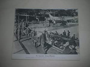 Die siegreiche Isonzo-Offensive. Verwundete Italiener werden durch ihre gefangenen Kameraden hinter...