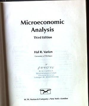 Microeconomic Analysis: Varian, Hal R.: