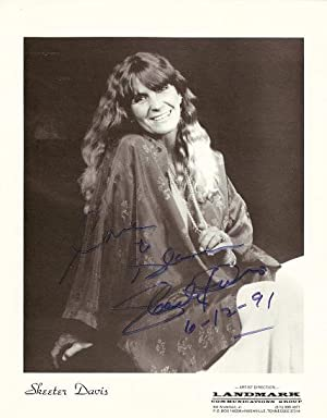SIGNED, PROFESSIONAL PHOTOGRAPH OF SKEETER DAVIS:; Country-western and Crossover Pop Star