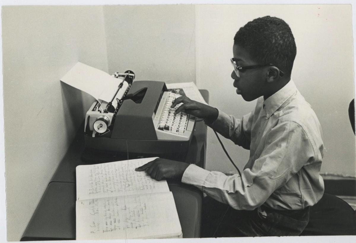 USA, Business School. Student using electric typewriters Photographie originale / Original photograph Photographie,Vintage silver print // Circa 1963 // Tirage argentique // Format (cm): 16x24