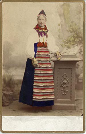 W. Eurenius, Kongl. Hoffotograf, Stockholm, Suédoise en costume traditionnel