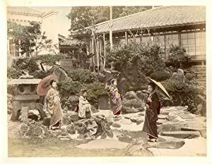 Japon, Girls in garden