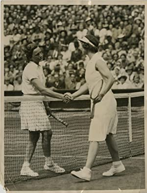Angleterre, Miss Wills Moody defeats Helen Jacobs in woman's singles final