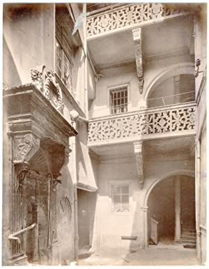France, Nancy, façade et cour de maison, ornements, décoration