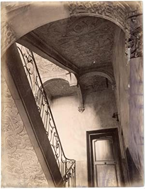 France, Nancy, vue sur un escalier, ornements aux plafonds