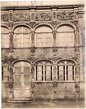 France, Nancy, façade de maison, ornements de fenêtres, sculptures
