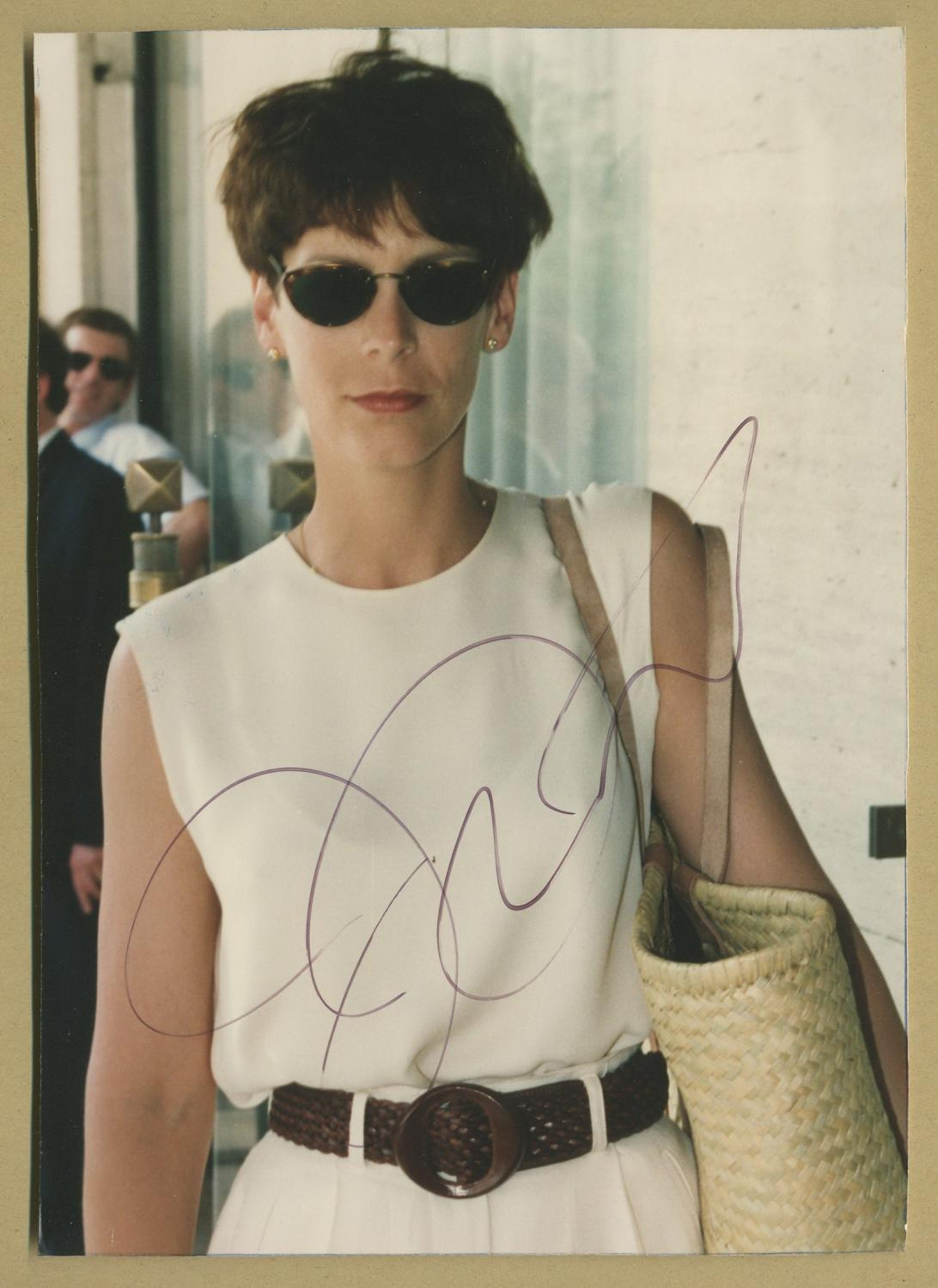 Jamie_Lee_Curtis__Authentic_signed_photo__Paris_80s_Jamie_Lee_Curtis__American_actress_author_and_activist_Très_bon