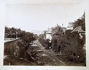 Stadtgraben beim Spittlerthor mit Blick zur Burg. 29,5 x 22,5 cm (Fotoabzug) 50 x 37 cm (Karton), ...