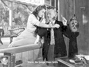 Wenn der junge Wein blüht. Standbild aus dem Film mit Otto Gebühr, Marina von Ditmar, ...