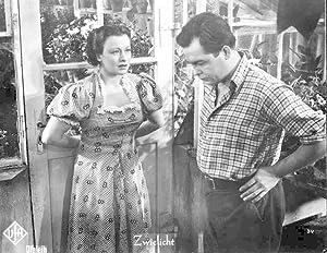 Zwielicht. Standbild aus dem Film mit Ursula Grabley, Viktor Staal, Ruth Hellberg, Carl Raddatz.