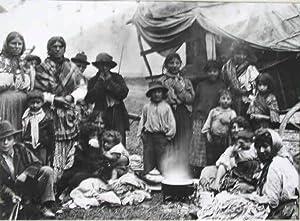 Zigeunerfamilie mit ihrem Tross. Portrait.: Held, Louis: