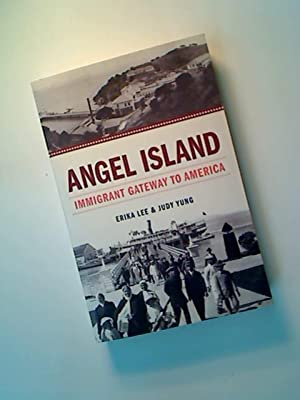 Angel Island. Immigrant Gateway to America.: Lee, Erika ; Yung, Judy