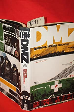DMZ (Graphic Novel) Book Two Deluxe Edition: Wood, Brian