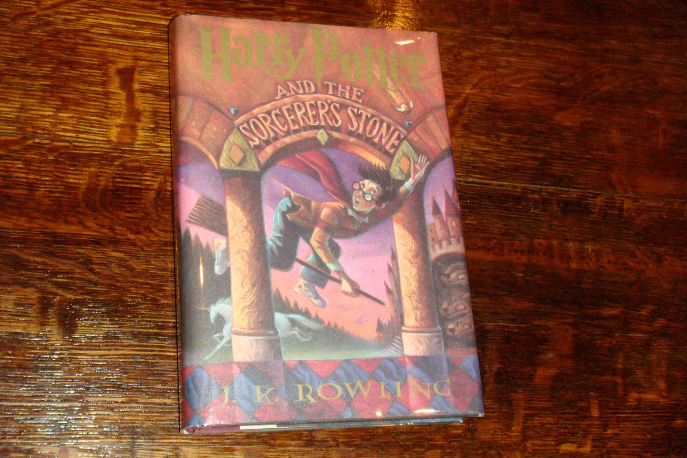 book report of harry potter and the sorcerers stone In 2001, chris columbus released harry potter and the sorcerer's stone, based on the 1997 novel harry potter and the philosopher's stone by j k rowling starring daniel radcliffe, rupert grint, emma watson, john cleese, robbie coltrane, warwick davis, richard griffiths, richard harris, ian hart, john hurt, alan rickman, fiona shaw, maggie.