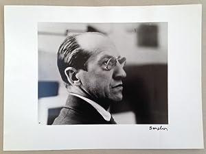 """Piet MONDRIAN (Pieter MONDRIAAN). Photographie signée par Seuphor. Au dos : cachet """"..."""