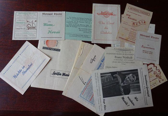 Metropol-Theater: 20 Programmzettel 1946 - 1949.: Metropol-Theater, Oldenburg: