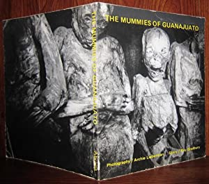 THE MUMMIES OF GUANAJUATO: Ray Bradbury Archie Lieberman (Illustrator)