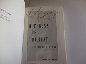 A Caress of Twilight: Hamilton, Laurell K.