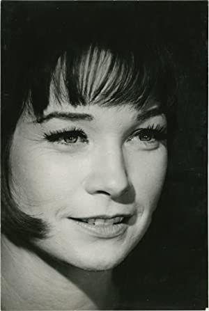 Portrait of Shirley MacLaine (Original photograph, signed by the photographer)
